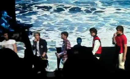 One Direction swap clothes for the last gig of their US tour in Fort Lauderdale, Florida