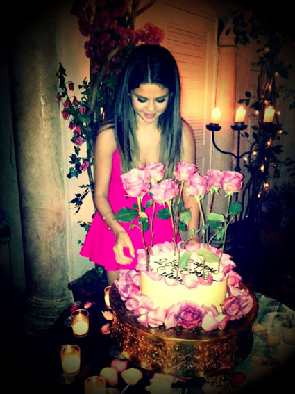 Selena Gomez celebrates her 20th brithday and Justin Bieber makes her cry with happiness