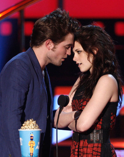 Kristen Stewart releases a statement about cheating on Robert Pattinson