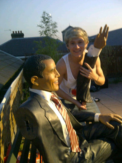 Niall Horan breaks the arm of Barack Obama at a BBQ