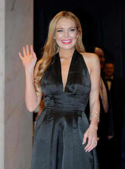 lindsay lohan makes crew strip