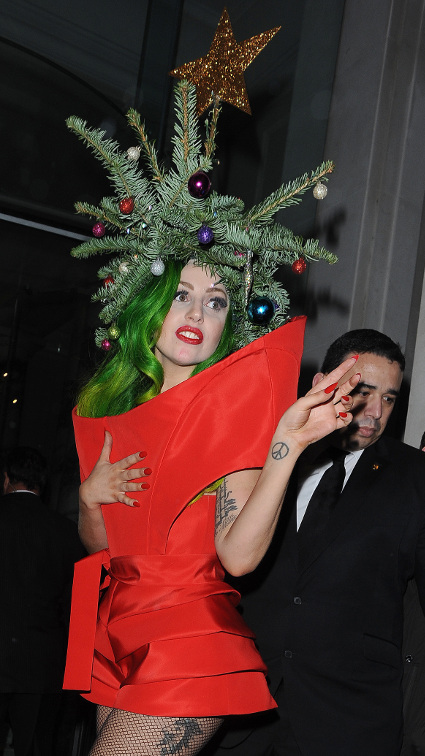 Lady Gaga dresses up as an actual Christmas tree leaving ...