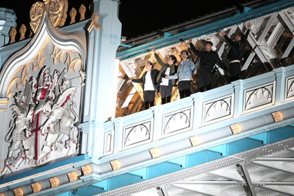 One Direction film the Midnight Memories video on top of Tower Bridge - Images - Sugarscape.com