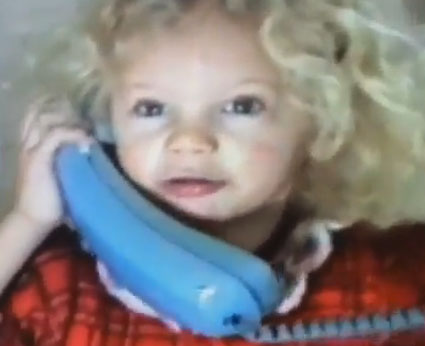 4 year old Taylor Swift in Christmas home movie - Images - Sugarscape.com