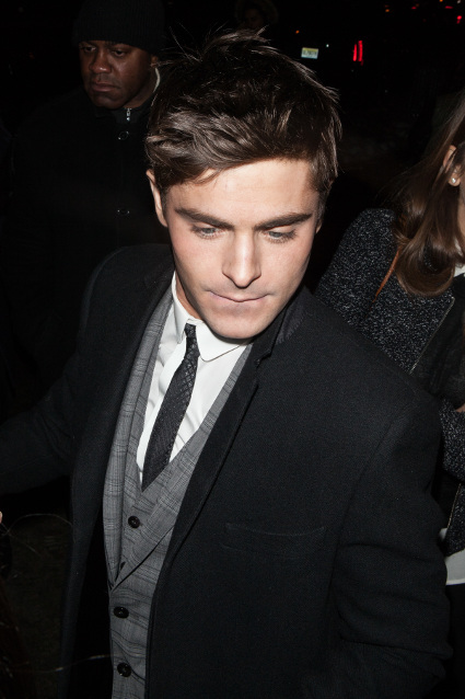 is zac efron dating anyone at the moment