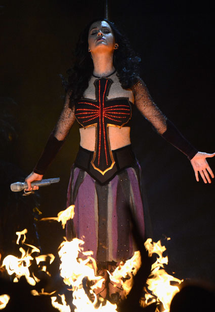 Katy Perry performs Dark Horse at the GRAMMYs 2014 - Images - Sugarscape.com