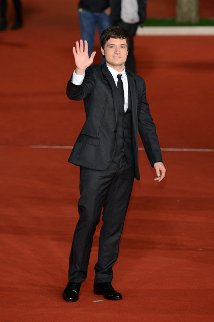 Liam Hemsworth and Josh Hutcherson look well fit at The Hunger Games: Catching Fire premiere in Rome - Josh Hutcherson images - sugarscape.com