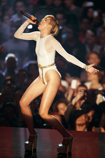 Miley Cyrus performs Wrecking Ball at the 2013 MTV EMAs in Amsterdam - images - sugarscape.com