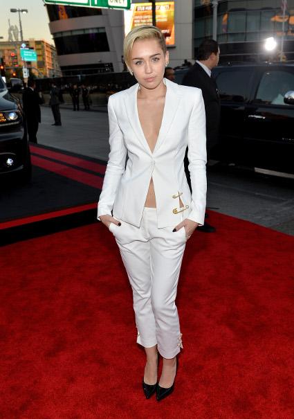 Mileys Side Boob 95