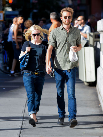 Dakota Fanning spotted holding hands with her boyfriend in New York - Dakota Fanning images - sugarscape.com