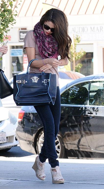 Selena gomez oversized scarf - selena gomez images - sugarscape.com