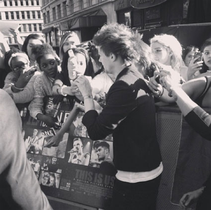 Louis Tomlinson 1D This Is Us premiere arrivals - PICS
