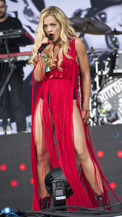rita ora flashes her pins in fringed red dress on stage at
