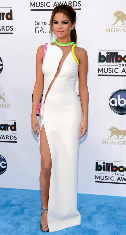 Selena Gomez arrives without Justin Bieber on the 2013 Billboard Music Awards red carpet
