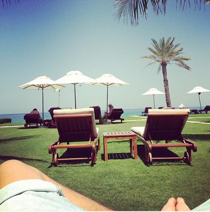 Una dirección de Louis Tomlinson tiene novia Eleanor Calder en vacaciones románticas a Omán - FOTOS