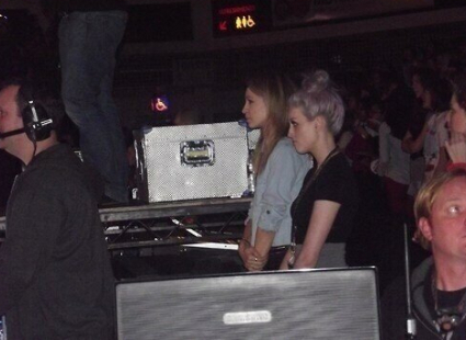 http://images.sugarscape.com/userfiles/image/AAAMARCH2013/LINDS/Week1/7SUN/perrie-edwards-danielle-peazer-one-direction-cardiff-pics-1.jpg