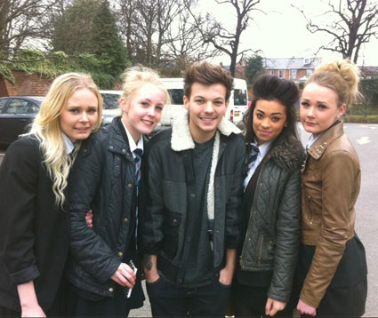 Louis-Tomlinson-picks-sister-up-school-
