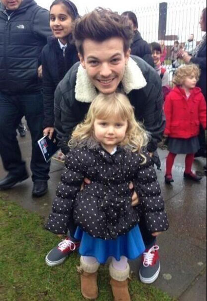 Louis-Tomlinson-picks-sister-up-school-