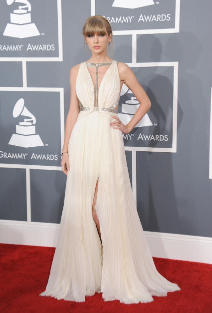 http://images.sugarscape.com/userfiles/image/AAFEB2013/Linds/Week1/xGRAMMY/1BEST/grammys-best-dressed-taylor-swift-adele-miley-kelly-osbourne-4.jpg