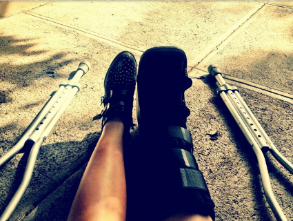 Demi Lovato breaks her fibula in her leg after a fall at home - PICS
