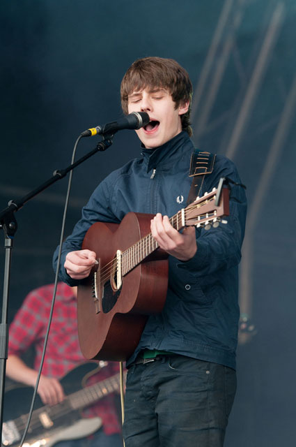 Jake Bugg reckons One Direction fans will forget them