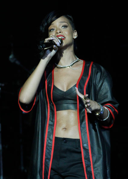 rihanna on stage in mexico