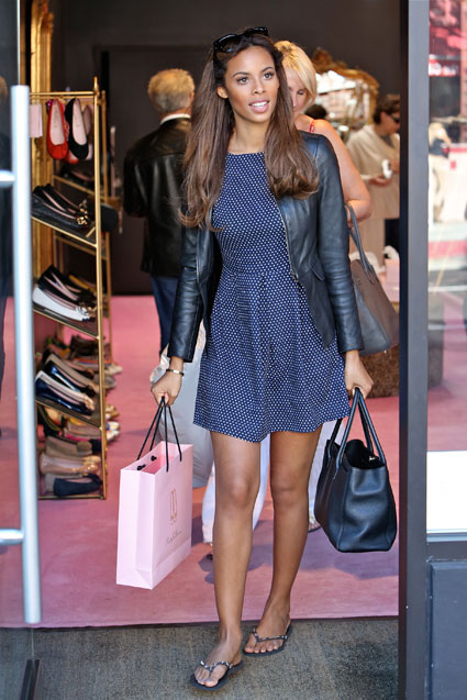 rochelle wiseman shopping with her mum