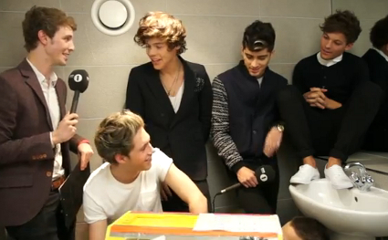 One Direction discuss penis size and dirty dreams about Cat Slater in the toilets at the Teen Awards - VIDEO