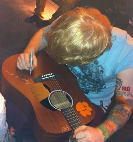 Ed Sheeran gets a Taylor Swift Red tattoo and Justin Bieber gets a new owl tattoo - Pics