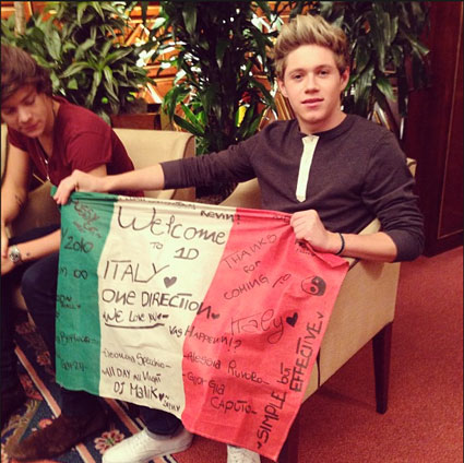 Niall Horan and Louis Tomlinson in bed and more pics from One