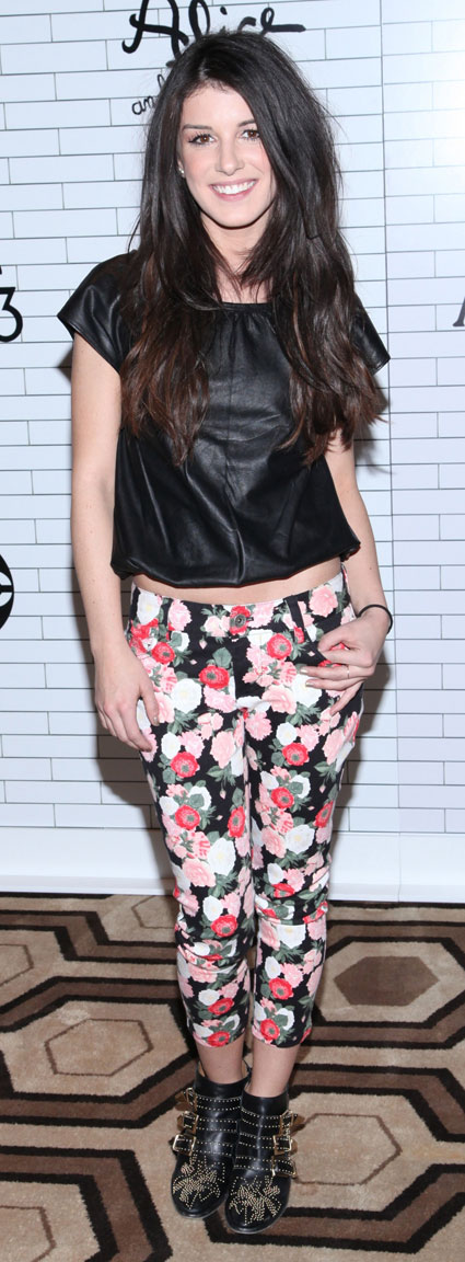 shenae grimes at dont trust the b---- in apartment 23