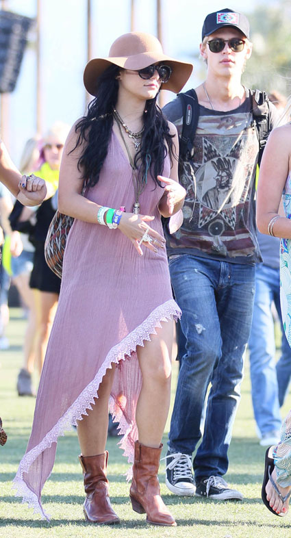 vanessa hudgens at coachella with boyfriend austin butler