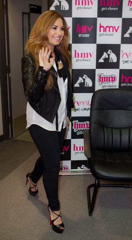 Demi Lovato singing at HMV
