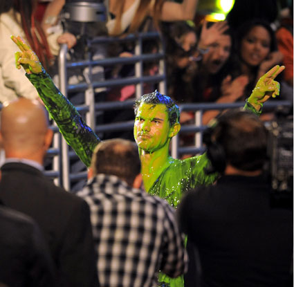Taylor Lautner gets slimed at the KCAs