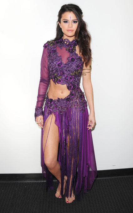 Selena Purple Outfit http://www.lovelyish.com/2013/04/24/selena-gomez-under-fire-for-wearing-a-bindi/