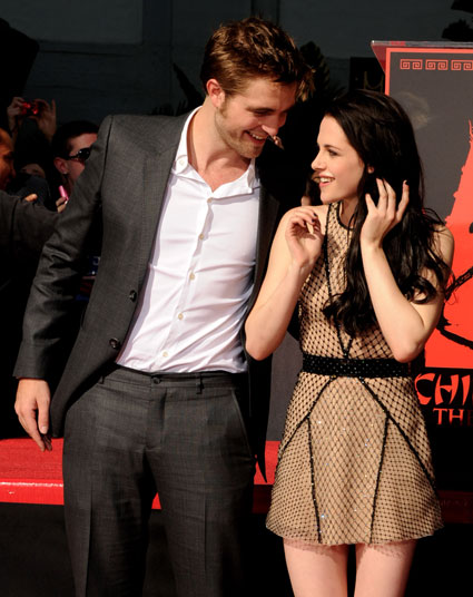 twilight stars still dating Are kristen stewart and robert pattinson still together - okayso i've been reading that the famous twilight stars are marriedfriendsdatingor just ,simp question and answer in the twilight series club.