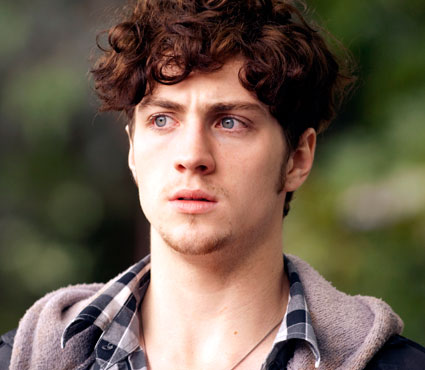aaron johnson looks fit in his new film chatroom