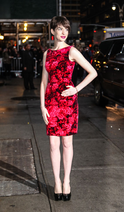 anne hathaway red floral dress