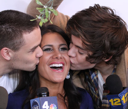 harry styles and liam payne kiss presenter