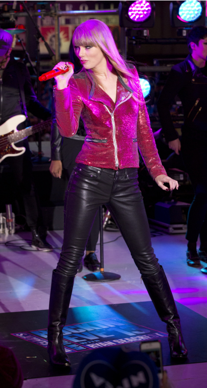 Carly Rae Jepsen and Taylor Swift performs at New York'#s Times Square NEw Year 2013 celebrations - PIC