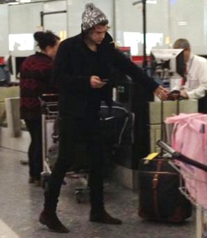 Harry Styles spotted Heathrow visit Taylo Swift in New York? PICS