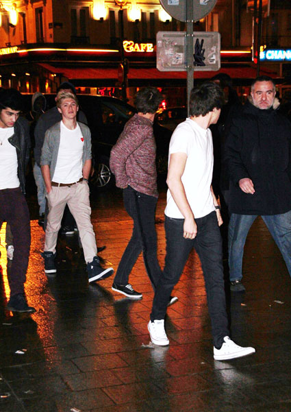 one direction at gare du nord in paris