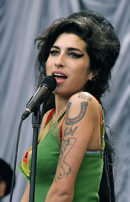 amy winehouse will be tributed at the brits 2012