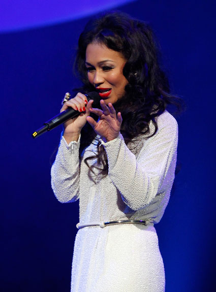 rebecca ferguson on tour covering drake and rihanna