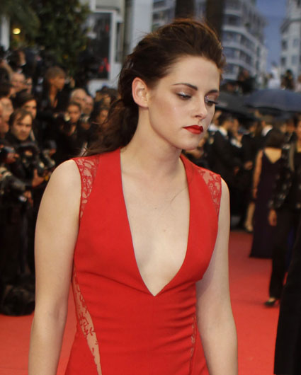 kristen stewart getting sent pictures of herself with her eyes burnt out