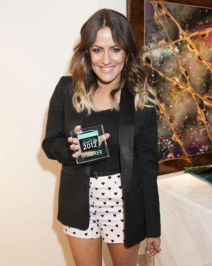 caroline flack said to be texting harry styles