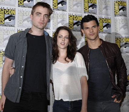 twilight cast at comic con 2011 a fan died in 2012