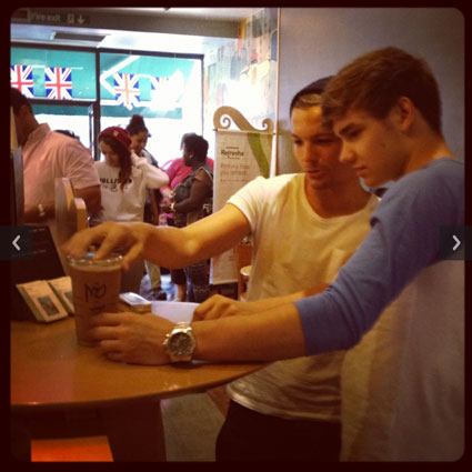 Louis Tomlinson and Liam Payne in Starbucks today