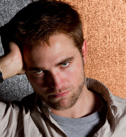 Robert Pattinson turning to strangers.