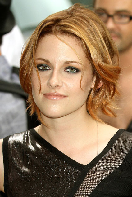 Check out Kristen in New York yesterday rocking her highlights compared to